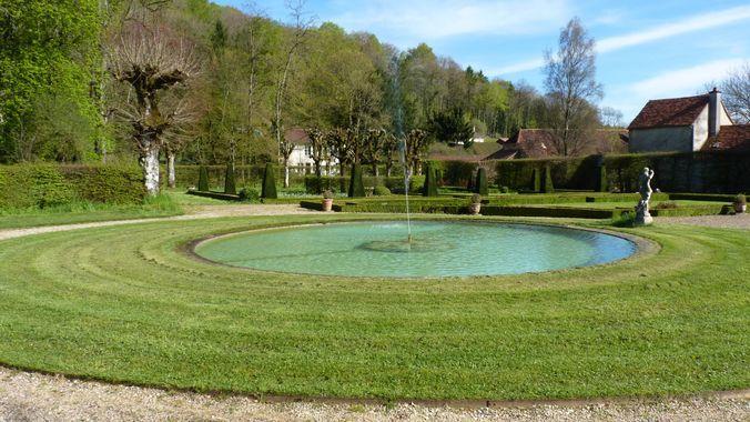 Visite des jardins remarquables de Cohons et du château du Pailly (52) @  RV sur la place de la mairie à Aignay-le-Duc